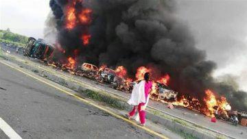 पाकिस्तानमा ट्यांकर पड्किएर आगलागी हुँदा कम्तीमा १२० को मृत्यु |