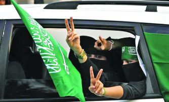 साउदी अरबमा महिलाले गाडी चलाउन पाउने ।