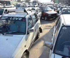 मिटरमा हिड्न नमान्ने ट्याक्सी चालकलाई कारबाही तिब्र ,यात्रुहरुलाई १०३ मा कल गर्न आग्रह |