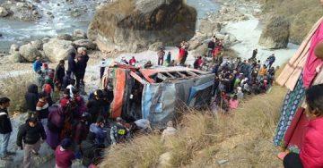 पर्वतमा बस दुर्घटना हुँदा ७ जनाको ज्यान गयो ,मृतकको संख्या बढ्न सक्ने |