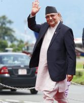 प्रधान मंत्री केपी ओली १५ दिने लामो बसाई पछि नेपाल फर्किए ।