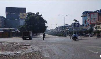 भरतपुर महानगरपालिका कोभिड-१९ को संक्रमण रोक्न डीसाइन्फ़ेक्सन छर्न शुरु ।