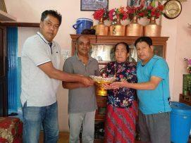 समाजसेवी दुर्गा गुरुङ परिवारले मन्दिर जीर्णोद्वारको लागी आर्थिक सहयोग।