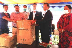 एनआरएन युकेद्वारा गण्डकी प्रदेश सरकारलाई २ वटा अक्सिजन मेशिन सहयोग।